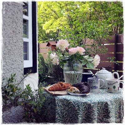 気持ちいい朝、外でのお茶時間